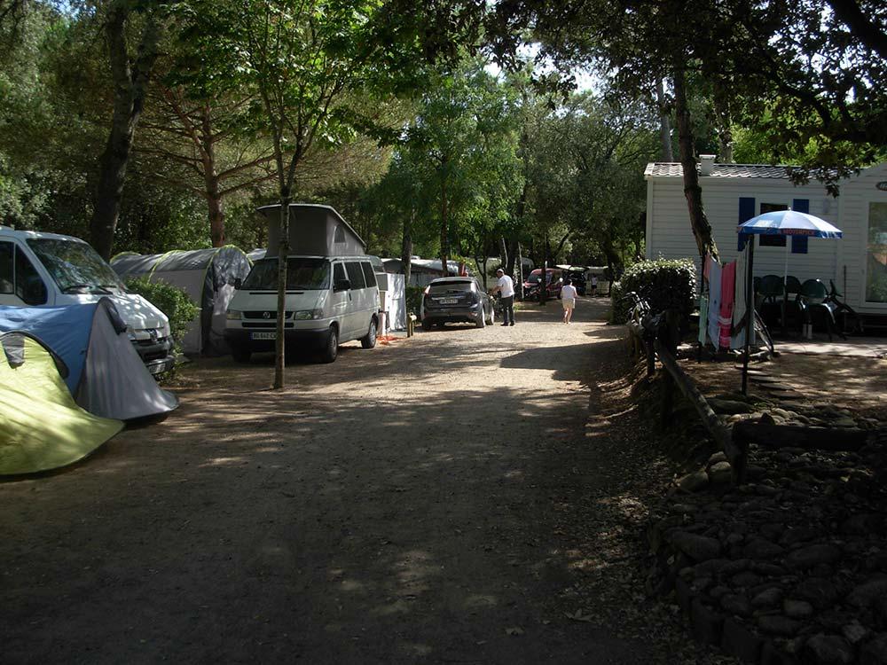 emplacements ombragés du Camping les Ramiers Longeville/mer