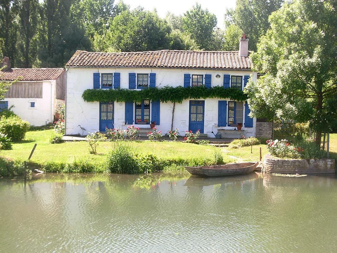 maison bleue marais poitevin