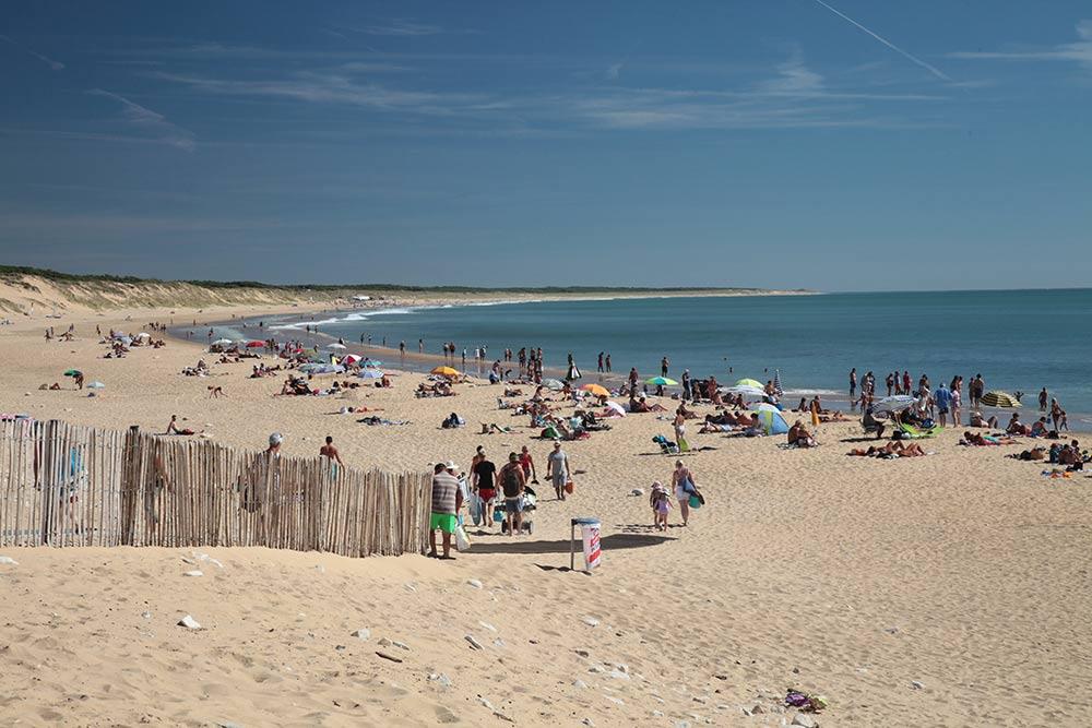 grande plage près du camping