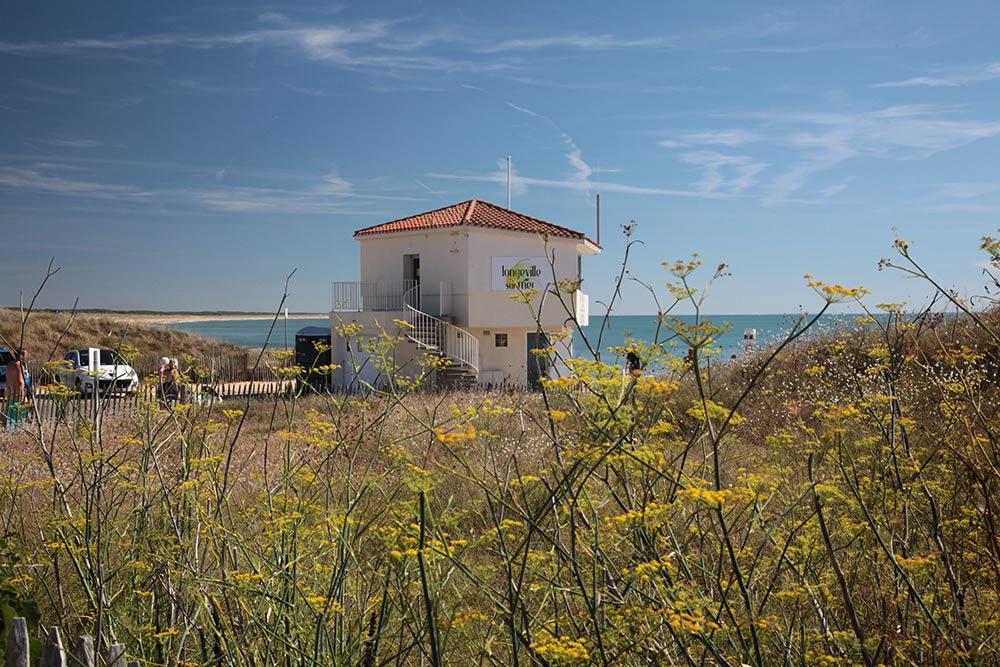 le poste de secours du rocher à longeville sur mer