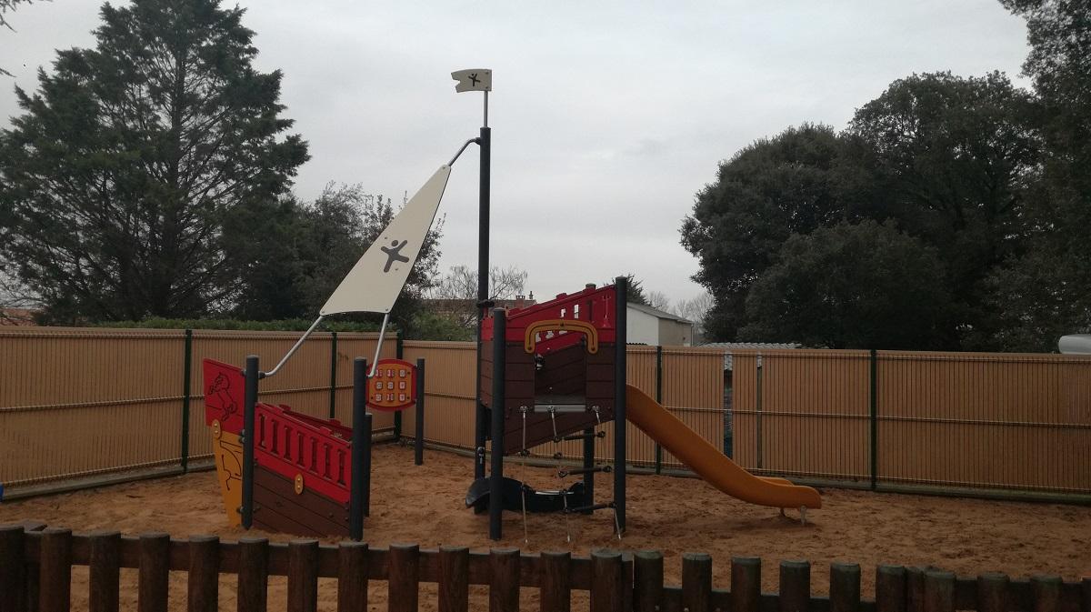 aire de jeux pour enfants au camping