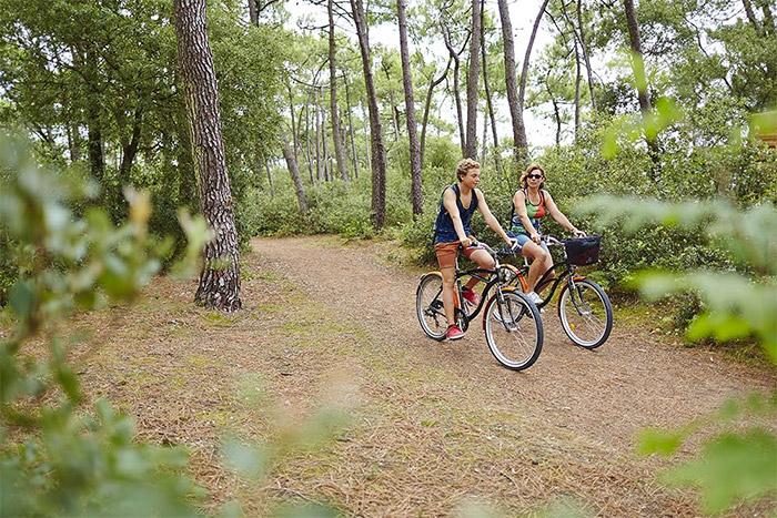 sentier et pistes cyclables près du camping