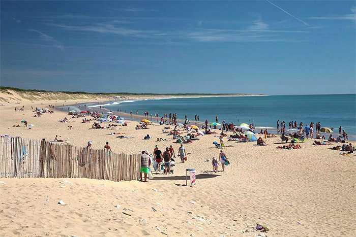 emplacement camping taille humaine proche plage La Tranche sur Mer
