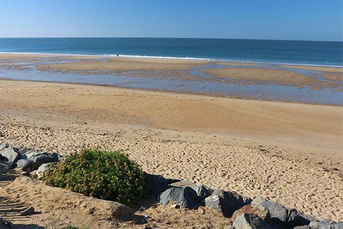 la plage près de l'emplacement camping nature La Tranche sur Mer